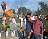 भारी फीस वृद्धि के खिलाफ आयुष छात्रों ने फूंका राज्य सरकार का पुतला Dehradun News