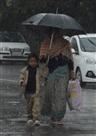 बारिश से चार डिग्री गिरा पारा, बढ़ी ठंड ने ठिठुराया