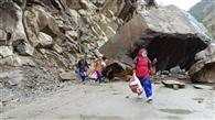 गस्कू के पास खिसकी विशालकाय चट्टान, कैलास मानसरोवर यात्रा मार्ग बंद