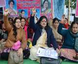 आंगनबाड़ी कार्यकत्रियों ने उत्तराखंड सरकार के खिलाफ किया प्रदर्शन
