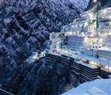 Snowfall at Mata Vaishno Devi: बर्फ की सफेद चादर में लिपटा मां वैष्णो देवी भवन, देखें तस्वीरें!