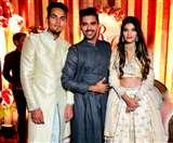 भारतीय गेंदबाज चाहर ने की सगाई, गुलाब देकर किया प्रपोज, सामने आई तस्वीरें और वीडियो