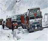 Srinagar-Leh road closed: घाटी में फंसे लद्दाखियों को लेकर कश्मीर व लेह प्रशासन आमने-सामने