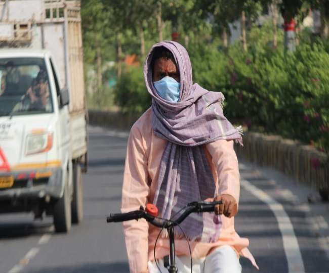 The temprarure in Delhi soars up to 44 degrees, rainfall expected soon
