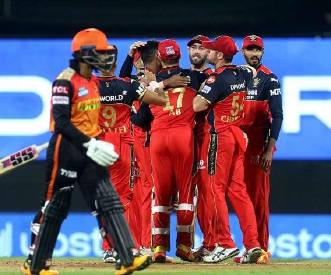 रॉयल चैलेंजर्स बैंगलोर की टीम के खिलाड़ी- फोटो ट्विटर पेज BCCI/IPL
