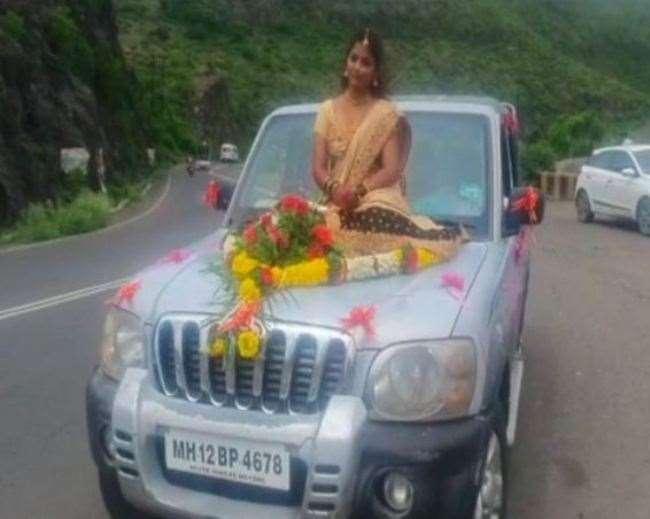 पुणे में दुल्हन के खिलाफ कोविड नियमों का उल्लंघन करने के मामले में केस दर्ज