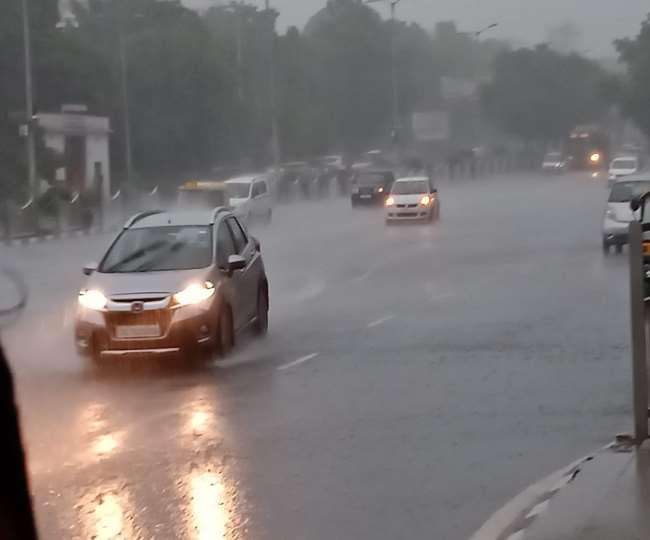 Delhi Weather News Update: घने बादलों से बुधवार दोपहर में छा गया अंधेरा, दिल्ली-एनसीआर कई इलाकों में बारिश