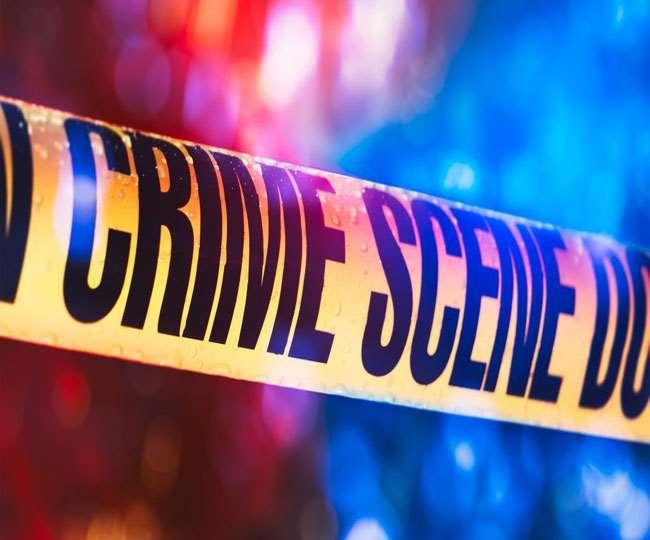 बदमाशाें ने बंदूक दिखाकर सिगरेट से भरा कंटेनर लूट लिया।