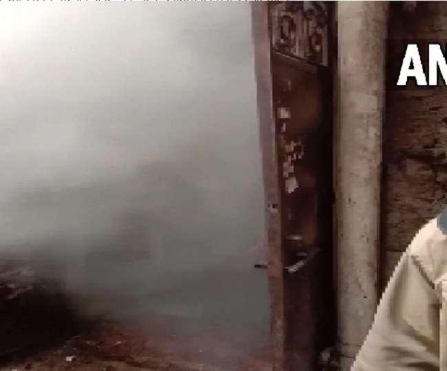 दिल्ली के इंद्रलोक इलाके की फैक्टरी में आग, दमकल की कई गाड़ियां मौके पर