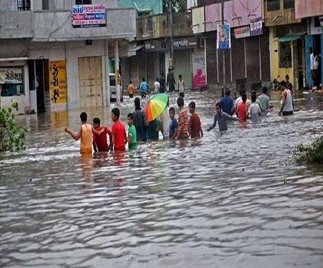 गुजरात में बारिश और बाढ़ से हालात काफी बिगड़ते जा रहे हैं (फाइल फोटो)