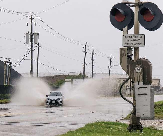 टेक्सास और लुसियाना में ट्रेन-बस और उड़ानें रोकी गईं।