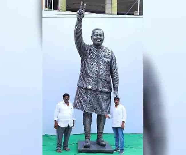 पीएम मोदी की इस प्रतिमा को देखकर कई लोग कर रहे इनकी सराहना