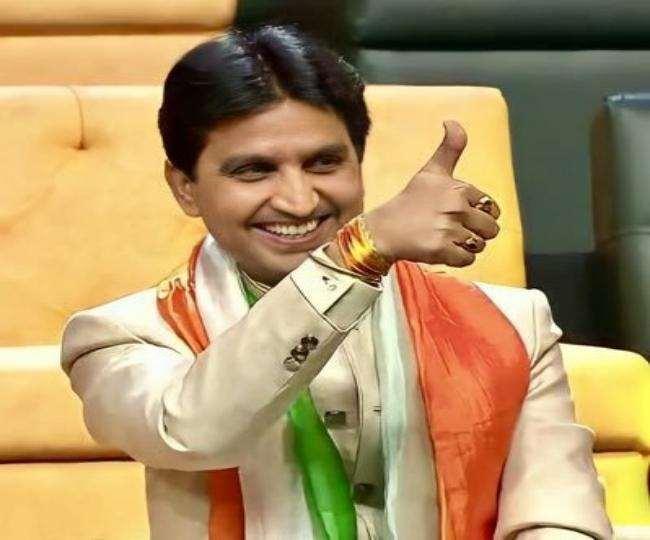 कुमार विश्वास ने हिंदी दिवस लोगों को अशेष बधाइयां और देर सारी शुभकामनाएं दी।