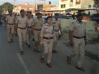 पुलिस व सीआइएसएफ के जवानों ने आदमपुर विधानसभा क्षेत्र में किया फ्लैग मार्च