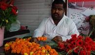 चुनावी मौसम में फूल विक्रेताओं की भी मौज