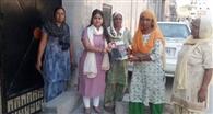 नप चेयरपर्सन सीमा महिलाओं को चुनाव में वोटिंग के लिए कर रहीं जागरूक