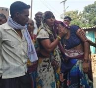 जंपिग झूला से गिरकर राजमिस्त्री की मौत