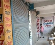 लूट के विरोध में बंद रहीं दवा की दुकानें