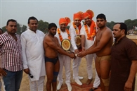 बराबरी पर छूटी एक लाख रुपये की कुश्ती प्रतियोगिता