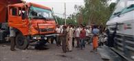 रोडवेज बस-डंपर की भिड़ंत में चालक व खलासी घायल