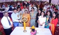 गुरु नानक देव यूनिवर्सिटी कॉलेज नरोट जैमल सिंह की टीम भंगड़ा प्रतियोगिता में प्रथम