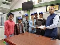करसोग कॉलेज की छात्राओं ने सीएम राहत कोष में दिए 11 हजार