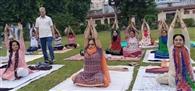 योग साधना व अमृत खीर के साथ मनी शरद पूíणमा