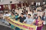 अग्रसेन कन्या पीजी कालेज की छात्राओं ने पॉलिथीन बहिष्कार की ली शपथ, संस्था ने किया जागरुक Varanasi news