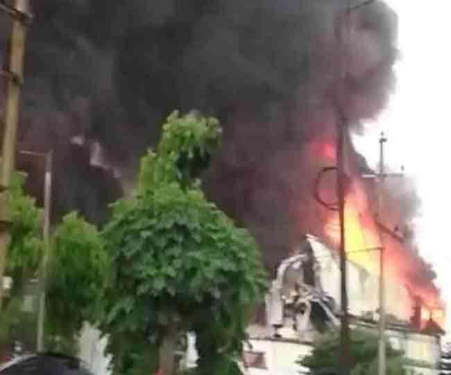 वीरवार सुबह सिडकुल स्थित रैपिड फैक्टरी में शार्ट सर्किट के कारण भीषण आग लग गयी है।
