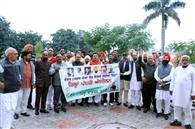 कांग्रेस नेताओं ने केंद्र की मोदी सरकार के खिलाफ किया प्रदर्शन