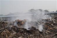 लाखों की मशीनें खा रहीं जंग, कचरे की बदबू से शहर परेशान