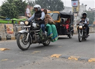 यातायात अभियान, स्पीड ब्रेकर टूटे, बढ़ी मनमानी की रफ्तार