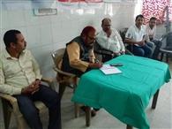 व्यवस्था सुधार के लिए चिकित्सकों -कर्मियों के साथ विधायक ने की बैठक