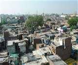 दिल्ली की झुग्गियों में रहनेवालों को फ्लैट मिलने से पहले ही फंस गया पेंच, जानिए कहां है विवाद