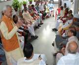 उपेक्षा से आहत कांग्रेस के असंतुष्ट वरिष्ठ नेताओं ने कहा, ऐसे तो यूपी में खड़ी नहीं हो पाएगी पार्टी