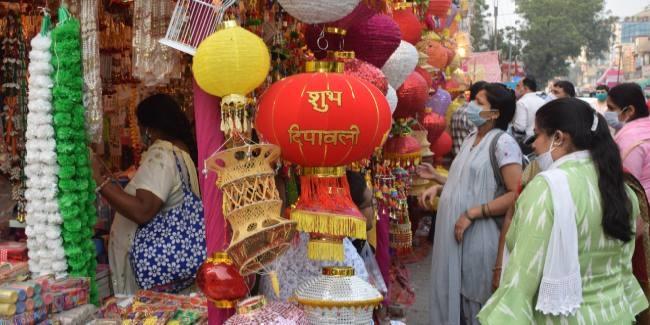 दिवाली पर बाजार में खुशहाली