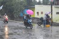 बारिश से अस्त-व्यस्त हुआ जनजीवन, लुढ़केगा पारा