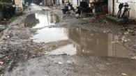 सड़कों में जमा हो रहा पानी, लोग परेशान
