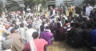 दो दिन चलकर बंद हो गई चीनी मिल, गुस्साए किसानों ने किया प्रदर्शन