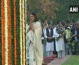 संजय गांधी की जयंती पर पत्नी मेनका और बेटे वरुण ने दी श्रद्धांजलि