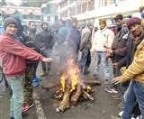 Uttarakhand Weather: पर्वतीय क्षेत्रों में बर्फबारी से जनजीवन हुआ अस्त-व्यस्त