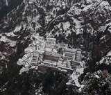Snowfall at Vaishno Devi: भैरों घाटी मार्ग पर दूसरे दिन भी यात्रा स्थगित, यात्रा मार्ग पर बिजली सप्लाई भी प्रभावित