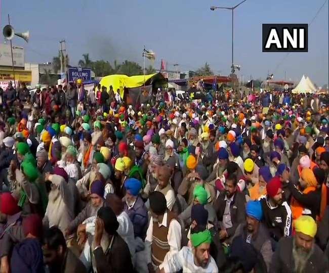 कृषि कानूनों के खिलाफ सिंघु बॉर्डर(दिल्ली-हरियाणा) पर किसानों का विरोध प्रदर्शन। (एएनआइ)