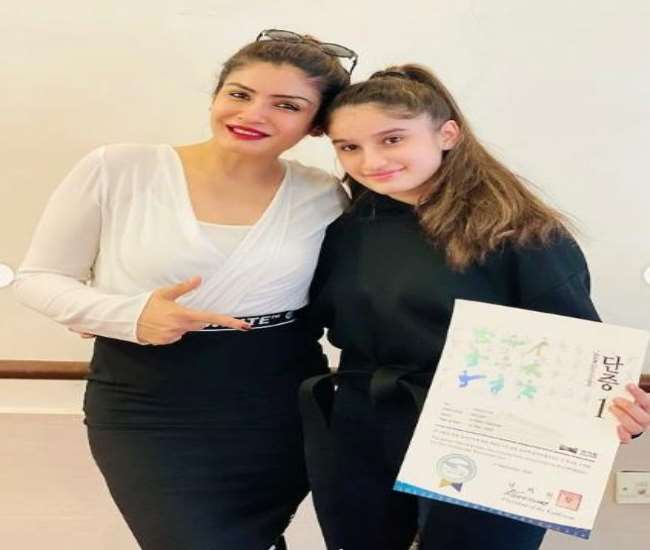 WATCH Raveena Tandon Daughter Dance on Spanish song before giving the Spanish exam