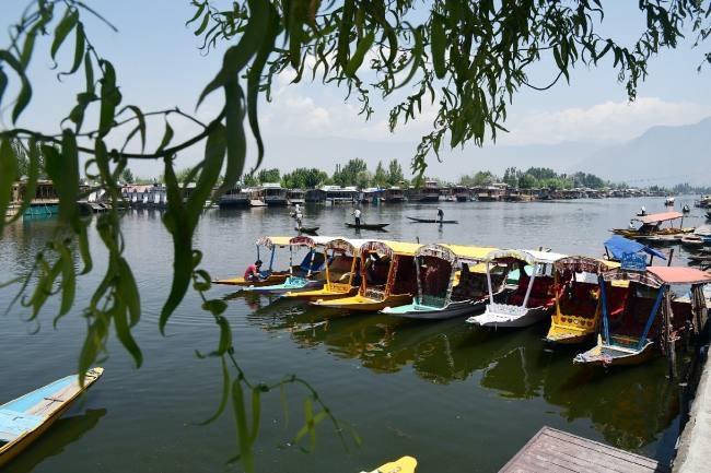 सैलानियों के लिए खुले पर्यटकस्थल - Jammu and Kashmir Srinagar Travel News