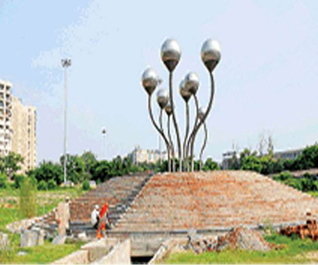 biggest water fountain of the Delhi will soon be seen near the AIIMS  roundabout work started again