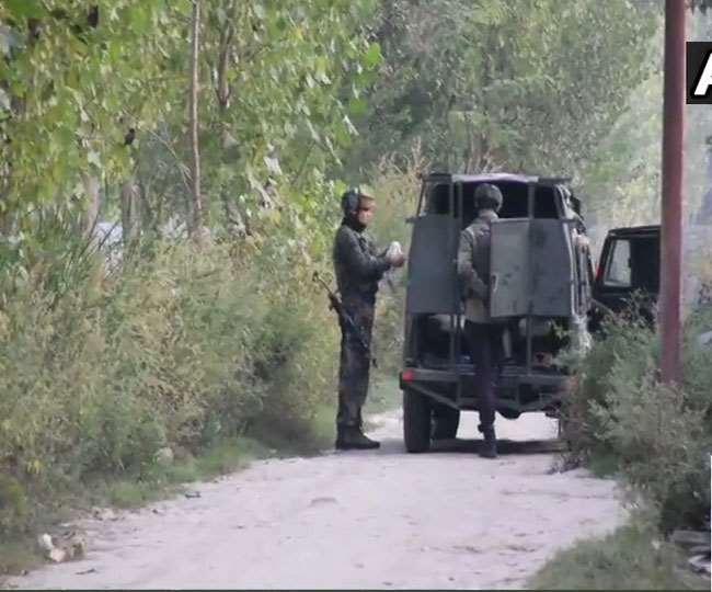 Encounter in Kashmir: पुलवामा मुठभेड़ स्थल से फरार हुए आतंकी, दो जवान घायल, आतंकियों की तलाश जारी