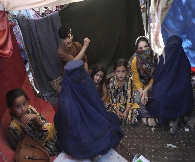 यूएनएचआरसी ने अफगानों के लिए 24/7 हेल्पलाइन की स्थापना की है।