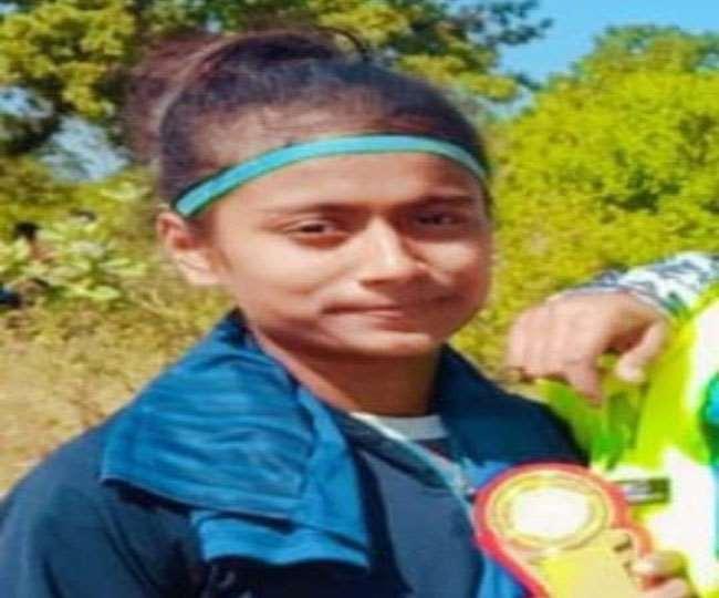 Dhanbad News, Jharkhand News एथलीट की दौड़ प्रतियोगिता में धनबाद की करिश्मा परचम लहरा रही है।