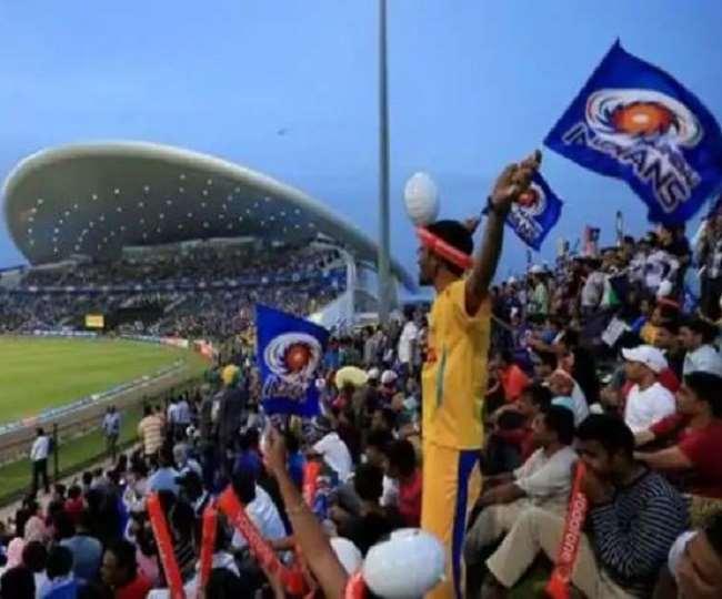 इंडियन प्रीमियर लीग के मैच में फैंस (फोटो ट्विटर पेज)
